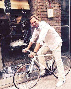 Einen frohen Wochenstart wünschen wir von der Saint Charles Apotheke 😁. #week #tuesday #happynewweek #saintcharles #spring #bicycle...