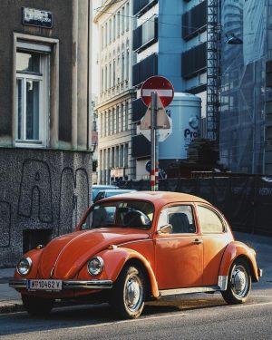 Eine Legende. #volkswagenkäfer #käfer #vwkäfer #volkswagen #bug #vwbug #volkswagenbug #wien #vienna #igersvienna #landstraße #wien3 #1030 #1030wien #orange...