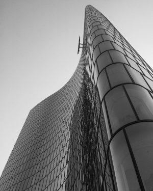 #omv #bnw #blackandwhitephotography #monochrome #instavienna🇦🇹 #igersvienna #igersaustria #igerswien #vienna #architecture #glassarchitecture #instablackandwhite #instabnw #bnw_society #bnw_magazine #bnwcaptures #bnw_captures...