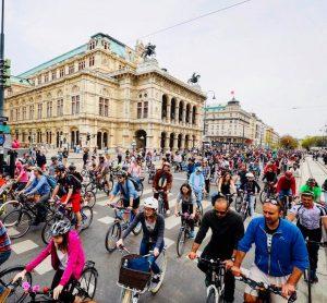Wow, das war ein Rekord! Mehr als 12.000 Radlerinnen und Radler waren heute bei der #RADpaRADe mit...