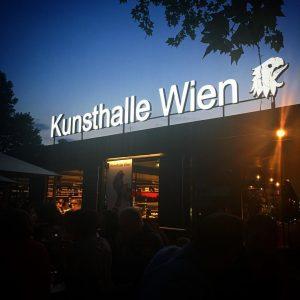 #mylocal #friendstime #spritzwein #sameprocedureaseverythursday #heueramkarlsplatz #summernights #afterwork HEUER am Karlsplatz