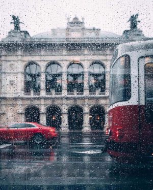 Vienna waits for you. Have a lovely rainy day! ☔️by @nik29th #viennanow Wiener Staatsoper