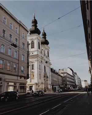 """Die Alserkirche in der Josefstadt 😍 Die Alser Straße kam übrigens schon im Jahr 1211 als """"vicus..."""