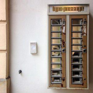 #vienna #österreich🇦🇹 #museumsquartier #mq #retro #zweieuro #automat #lektüre #fürzwischendurch #wienerschnitzel #wien #😍