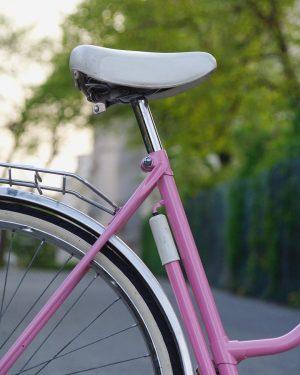 pink monday . . #bikeshit #bikelove #pink #bicycle #spring #detail #ihavethisthingwithbikes #velogram #puchbike #vintagebike #igersvienna #igersaustria #monday