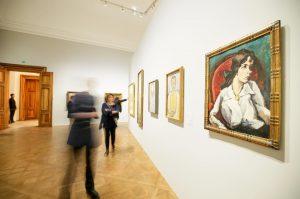 Die Ausstellung umfasst rund 80 Künstler und Künstlerinnen, u.a. #Klimt , #Kokoschka und #Schiele. #BeyondKlimt #UNIQAArtFact #UNIQAKunstversicherung