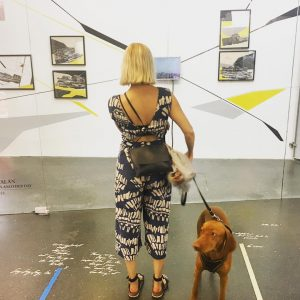 #kunstobserver #shauenart with #bertiethevizsla. Standing in front of #anibalcatalan's Babel: Tomorrow was another day at the #eikon...