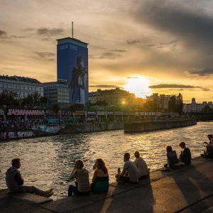 Another Donaukanal Sunset . . . #vienna #donaukanal #austria #igersvienna #igersaustria #discovervienna #discoveraustria #telavivbeach #wien #austriatoday #vienna_city...