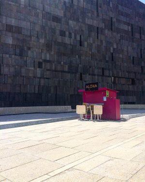 🌺🍇🍹 . . . . . . #aloha #vienna #closed #wien #leopoldmuseumwien #museumsquartier #architecture #architecturephotography #patterns #minimalism...