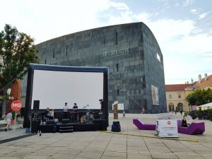 todays stage at #museumsquartier #vienna #monthofsundays live at #frameout opening followed by the beautiful movie #therider ......