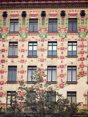 Wunderschönes Haus. Wienzeile. #beautifulhouse #flowers #wienzeile . . . . . #wanderlust #vienna_wanderlust #impressions #vienna #austria #travel...