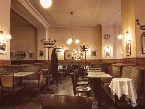 Feierabend im Café Bräunerhof. #throwbackthursday #wien #vienna #bräunerhof #tbt Bräunerhof