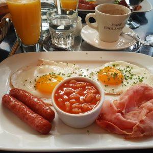 Genau der richtige Zeitpunkt um ein Frühstücksphoto zu posten 😁 . . . ...