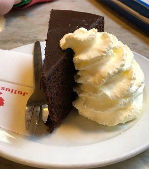 Sacher Torte im Café Bräunerhof #café #cafesociety #sachertorte #vienna #austria Bräunerhof