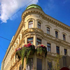Spaziergang durch das Botschaftsviertel im 4. Wiener Gemeindebezirk #palais, #schwarzenbergplatz, #plaster, #pilaster, #mascaron, #historism, #vienna, #wien, #stuck,...