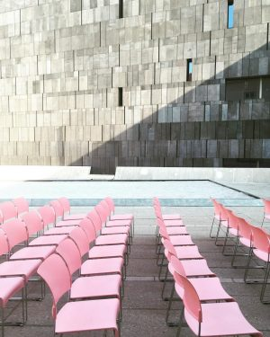 #augustinvienna#museumsquartier#mumok#chairs#allinarow#pinkandgrey#shadowonthewall#sunlight#architecture
