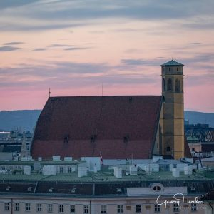 Good Night from Vienna with a special view from our rooftop to the Minoriten Church. It was captured by @georgherder during the making of the rooftop special with @kunsthistorischesmuseumvienna and @nhmwien ✨ This view is rare because our roof is not accessible to the public. But the one of @nhmwien is! 🤗#WeltmuseumWienWednesday #weltmuseumwien #roooftop #vienna