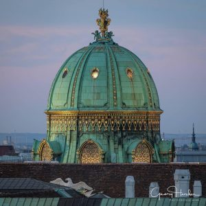 Summer Nights in Vienna ✨ Our roof is not accessible to the public but at least we want to share one more of the fantastic views from up here. It was captured by @georgherder during the preparations for the rooftop special with @kunsthistorischesmuseumvienna and @nhmwien. ✨ #WeltmuseumWienWednesday