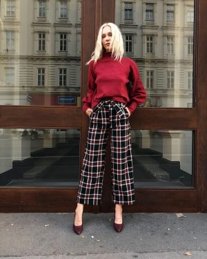 #tgif 💖 Ingrid is #readyfortheweekend with our #newin #fw18 #pants by #meyitalia for €79,- and #sweater for...