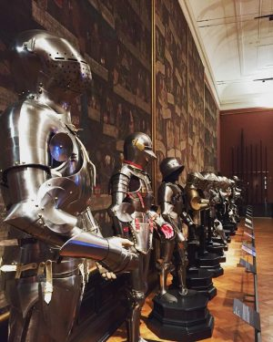 Day 4 in Vienna 🇦🇹 : visit of the Neue bug. Pretty impressive collection of armors #vienna #armor #museum #wonderlust