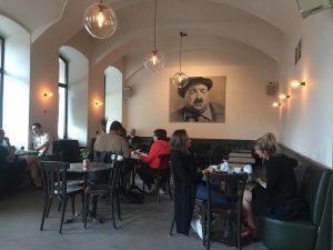 #cafedrechsler #helmutqualtinger #linkewienzeile #wienfluss #wienliebe #wienschöntrinken #wienmalanders #viennagram #igersvienna #igersaustria #photooftheday #1000thingsinvienna #viennablogger #igersvienna @cafe.drechsler Freunde des...
