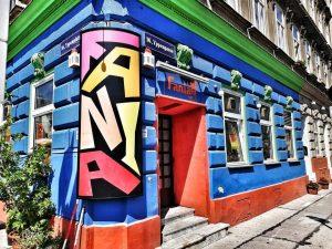 Bunte Fassade am Brunnenmarkt. #photography #streetphotography #colorfull #fasade #restaurant #brunnenmarkt #wien #vienna🇦🇹 #ottakring #yppenplatz