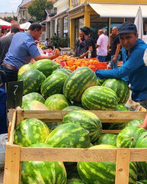 Wassermelonenzeit! #sommer #wassermelonen #watermelon #food #instafood #instafruit #fruits #summer #photo #market #brunnenmarkt #yppenplatz #wien #vienna #photography #instaphoto...