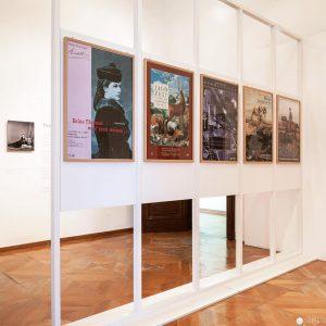 Frühere Ausstellungsplakate ausgestellt in der Hermesvilla.⠀ .⠀ .⠀ .⠀ #igersvienna #igersaustria #wienmuseum #hermesvilla