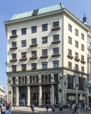 VIENNA: Looshaus #looshaus #adolfloos #modernist #design #architecture #architettura #architektur #architecturephotography #architekturfotografie #architecturelovers #igers #igerseurope #igersaustria #austria #discoveraustria...