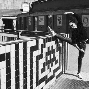 #streetart meets streetart🕺🏼 . . . . . . #vienna #spaceinvader #kunstprojekt #keinvandalismus #kunstimöffentlichenraum #stadtverschönerung #strech #streching...