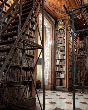 Prunksaal Österreichische Nationalbibliothek #vienna #wien #austria #osterreich #europe #travel #travelgram #travelingram #traveljunkie #solotravel #traveling #travelbug #cityscape #instatravel...