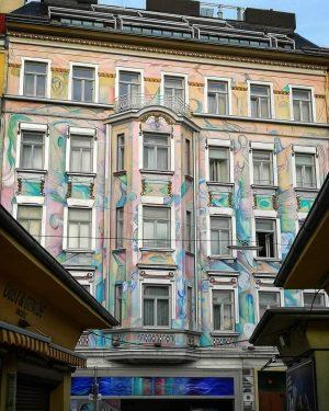 Im 2. . Kreativ bemalte Fassade beim Karmelitermarkt. . . . . . . #vienna #wien2 #wienleopoldstadt...