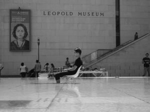 #tbt La paz no es algo que deseas, es algo qué haces. #wien #mq #museumsquartier #viennatourism #workhardplayhard...