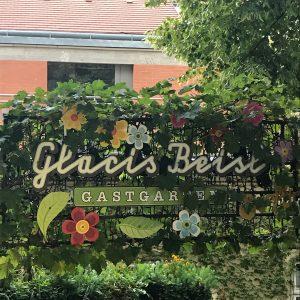 Fein zu Abend gegessen im lauschigen Gastgarten. #wien #vienna #glacisbeisl #museumsquartier #mq #beisl #piroggen #tafelspitz #wienerküche #food...