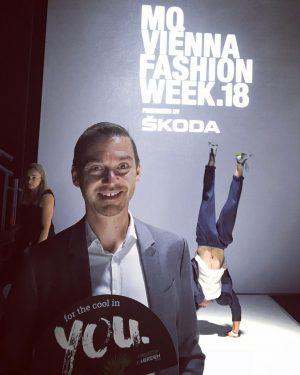 Let's the show begin... #mqviennafashionweek #museumsquartier #vienna #viennafashionweek #fashion #upordown #lemeridienvienna #fashionjunkie #collection #austrianfashion @flairmagazin @lemeridienvienna #skoda...