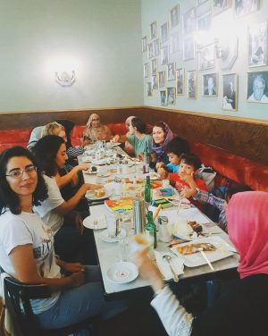 It was our pleasure to meet these lovely women and kids from Syria!❤️👋🏽 #enjoyeiles #caritas #smiles #cheese...