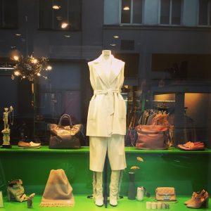 Get ready for the colder days #maxmara #vanessabruno #gucci #isabelmarant #acnestudios #alexanderwang #marcjacobs #valentino #dasneueschwarz #vintage #vintagelove...