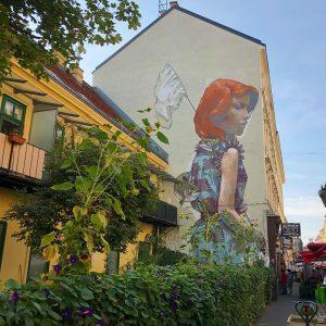 #bezt #etamcru #brunnengasse #viennamurals #mural #streetart #streetartvienna #girl #art #kulturblogger #kunstblogger #kunst #graffiti #graffitiart #vienna #igvienna #wienstagram...