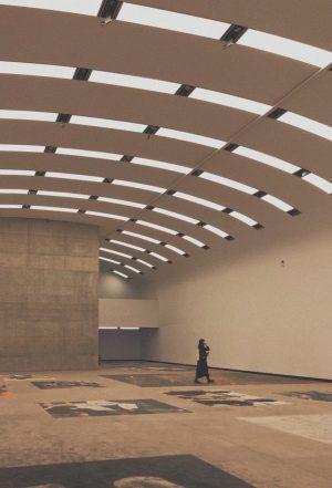 spaceruje po sztuce 🎨 #vienna #museumsquartier #mq #art #modern #modernart #allblack #blvck #idewsciane
