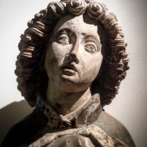Sunday is Museum Day! Maybe you are in the Wien Museum today and have already discovered this wonderful statue of St. John the Evangelist? It is dated to the time around 1450/60. Do you like her as much as we do? @wienmuseum #visitaustria #sculpture #gothicart #wienmuseum #15thcentury #middleages #medievalsculpture #igersvienna #secretvienna #viennamelancholia #wienliebe #exploreaustria #arthistory #wienamsonntag
