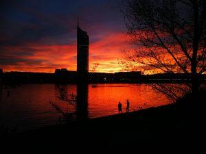 🌇🌇🌇🌇🌇🌇🌇🌇🌇 #unbearbeitet #huawaip10 #beautieful #sunset #love #thisview #red #donau #neuedonau #vienna
