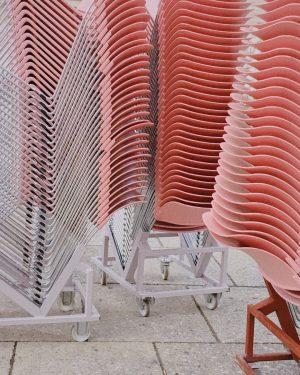 Просто кайфовые стулья в музейном квартале