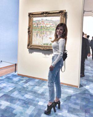 In the background picture of Monet from the Pushkin Museum.  Приятно видеть на столь грандиозной выставке картины из музея Пушкина. #monet #claudemonet #albertina #albertinamuseum #vienna #vienna_austria #музейпушкина