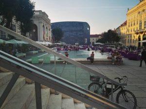 Museumsquartier 🖌️ . . . . . . #Vienna #Wien #osterreich #Austria #city #museum #leopold #mumok #bike #quartier #colors #people #sun #citylife #citywalk #🤓 #🖌️ #😍 #🇦🇹 #cityphotography #explore