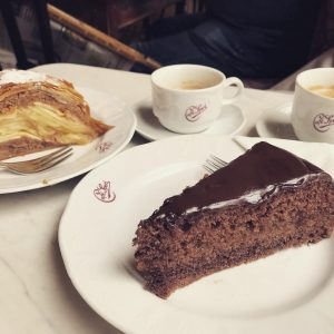 Last day in #Vienna. Time for apple strudel and Sachertorte.