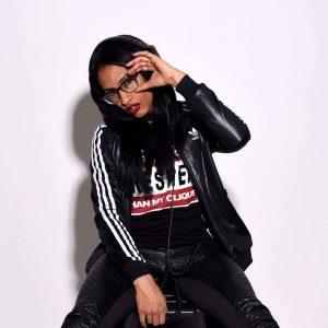 FemFriday #5 Soulcat E-Phife / Pilz Talk & Konzert  12. Oktober 2018, 18:30 @weltmuseumwien  @soulcate5 Die gebürtige Dominikanerin, lebhaft in Wien, versteht es verschiedenes Nischenpublikum sowie auch breite Massen zu bespielen. Von klassischem Soul über funky Breaks, Funk und Hip Hop über UK Garage, House und clubbigen Trap ist der Location eine, stimmige, groovige Selection sicher.  Bei der Konzertreihe FemFriday dreht sich alles ausschließlich um Frauen auf der Bühne. Jeden zweiten Freitag eines Monats präsentieren kulturen in bewegung und das Weltmuseum Wien Musikerinnen sowie Female Fronted Bands urbaner Genres.  #femfriday #5 #soulcatephife #hiphop #artist #performer #rapper #soul #funk #trap #house #ukgarage #femmedmc #soulcatmusiq #female #musician #femalesonstage #concert #urbanmusic #talk #friday #liveonstage #event #eventvienna #vienna #kultureninbewegung #weltmuseumwien