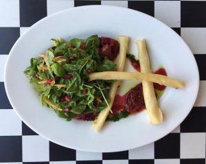 Unser berühmtes Ziegenkäse-Börek jetzt wieder mit Feigen-Spinatsalat 🥗🎋🍃🥗🍃🎋🥗🍃🎋 #feigen #spinat #salat #vegetarisch #börek #orientalisch #türkisch #lecker