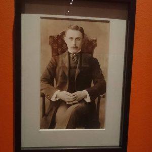 Hipster 😂 Adolf Loos in der Otto Wagner Ausstellung im Wien Museum @ananas90210 😅 #Adolfloos #wienmuseum #Architektur...