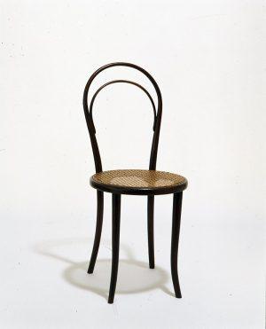 Frage zum Sonntag 💡Um welchen berühmten Stuhl handelt es sich hier und wer hat ihn kreiiert? ©...