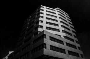 Hernalser Gürtel 1 #Wien #Vienna #skyscraper #wolkenkratzer #blacksky #highcontrast #city #viennalove #viennacity #viennalovers #gürtel #u6 #igersvienna #igersaustria...